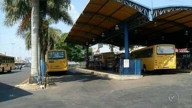 Passageiros de ônibus de Ourinhos reclamam da redução de horários - A empresa de ônibus circular de Ourinhos alterou os horários em sete linhas para redução de custos e os passageiros reclamam da espera nos pontos e no terminal.