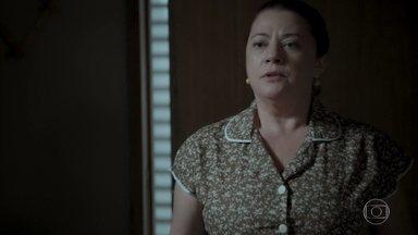 Dita fica apreensiva com a presença de Bibi - Silvana questiona a esposa de Rubinho sobre fuga