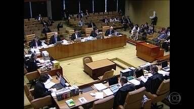 Supremo Tribunal Federal julga alcance da Lei da Ficha Limpa - Ministros vão decidir se pode ser aplicada a políticos condenados antes de a lei entrar em vigor em 2010.