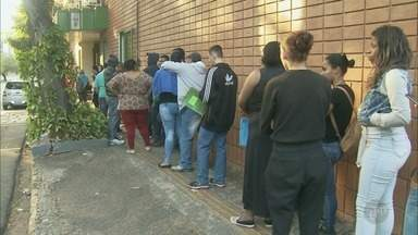 Segundo dia de seleção tem fila para unidade de supermercado em Piracicaba - Serão distribuídas até mil senhas nesta sexta-feira para vagas que exigem experiência.
