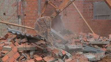 Prefeitura de Campinas começa a demolir casas erguidas em área pública - Terrenos do bairro foram alvo de golpistas, que vendiam lotes públicos.