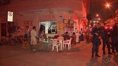 Bares de Vila Velha são interditados após fiscalização da prefeitura e da PM - Irregularidades foram encontrada na noite desta sexta-feira (29), como ausência de alvará de funcionamento e de habite-se.