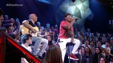 """Pablo canta """"Porque Homem Não Chora"""" - Cantor se apresenta com voz e violão"""