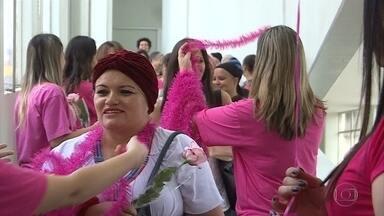 Outubro é o mês escolhido para a conscientização sobre o câncer de mama - A estimativa é que quase 58 mil mulheres seja diagnosticadas com a doença no país este ano.