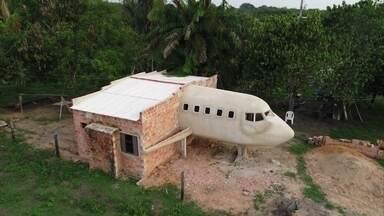 Homem que construiu casa em forma de avião realiza sonho de ser piloto - Geraldo Araújo gastou quase R$ 20 mil para fazer cabine de piloto em casa. Fantástico foi com ele até Campinas para que ele pilotasse em simulador.