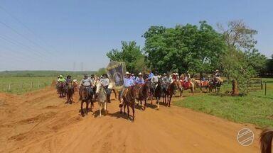 Religiosos homenageiam Nossa Senhora Aparecida com uma cavalgada em MS - Os cavaleiros percorreram 80 quilômetros com a missão de agradecer às bençãos concedidas pela santa.