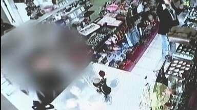 Vítimas de assaltos reclamam da demora no atendimento das ocorrências pelo 190 - Tem comerciante que está deixando de fazer as queixas porque diz que a perícia não aparece. Dono de loja de Ceilândia conta que já foi assaltado 12 vezes.
