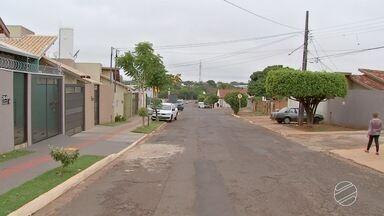 Falta de iluminação contribui com dois crimes em bairro de Campo Grande - Um homem foi morto a tiros e o outro ficou ferido durante assalto no bairro Guanandi na sexta-feira (13).