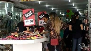 Comércio fica lotado com Black Friday em Corumbá e Bolívia - Várias lojas de Corumbá e Puerto Quijarro estão participando da Black Friday neste fim de semana. Várias pessoas foram para a fronteira fazer as compras.