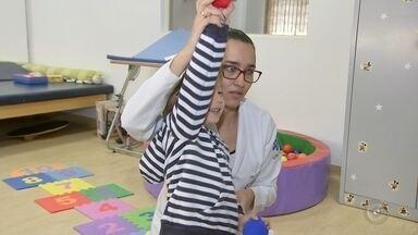 Projeto utiliza 'gameterapia' na reabilitação de pessoas com deficiência - Em Marília, uma universidade tem feito um tratamento alternativo para crianças com problemas neuropsicomotores a partir dos videogames, transformando a brincadeira em um forte aliado para a reabilitação.