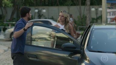 Zeca se preocupa com Jeiza e a leva até até o velório - Edinalva conta para Ritinha que viu Jeiza e Zeca juntos