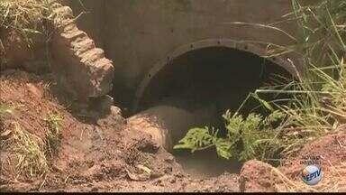 Rompimento de três adutoras deixa moradores sem água em Rio Claro - Calor pode ter sido principal causador do rompimento.