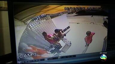 Falsos clientes assaltam loja em Aracaju - Falsos clientes assaltam loja em Aracaju.