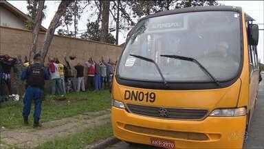 Guarda Municipal faz operação em linhas de ônibus - Os guardas pegaram em flagrante 23 pessoas que tentaram entrar no ônibus sem pagar pela passagem.