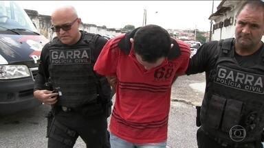 Polícia de SP prende um dos suspeitos de roubar cadeirante - Fabiano de Lima Cravo, de 31 anos, roubou dinheiro, documentos e remédios do cadeirante, um crime que chocou o Brasil. A polícia encontrou Fabiano na cidade de São Roque/SP, durante uma ação para combater roubos.