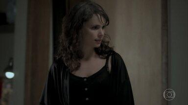 Irene ameaça matar Mira - Vilã coloca nova barriga e diz que via se plantar na frente do escritório de Eugênio para deixá-lo culpado