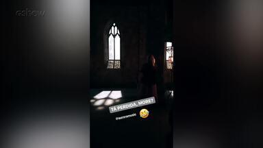 Cantora norueguesa grava clipe da música de abertura de 'Deus Salve o Rei' - Aurora é a intérprete da música de abertura da nova novela