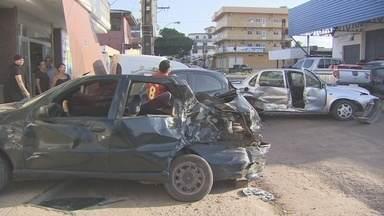 Dois acidentes de trânsito são registrados em uma mesma via em Macapá - Casos ocorreram no fim de semana envolvendo carros, na Av. Padre Júlio, no Centro da cidade.