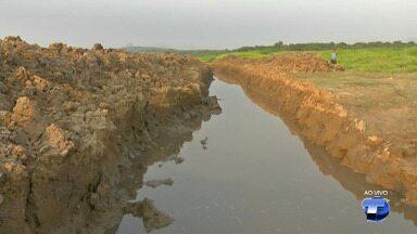 Conselho Comunitário denuncia canal aberto de forma irregular no Lago do Maicá - Segundo os moradores, uma máquina escavadeira às margens do Lago abriu o canal que coloca em risco os recursos naturais do local.