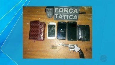Polícia prende um jovem e apreende adolescente por suspeita de roubo em Corumbá - Nesta segunda-feira à noite a Polícia Militar de Corumbá prendeu um jovem de 21 anos e apreendeu um adolescente de 17 anos que são suspeitos de cometer um roubo no bairro Dom Bosco.