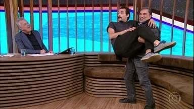 Dedé Santana pega Eduardo Sterblitch no colo - Dedé fala sobre o humor circense