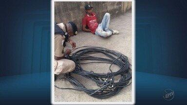 Homem é preso após furtar cabos de telefonia em Poços de Caldas, MG - Homem é preso após furtar cabos de telefonia em Poços de Caldas, MG