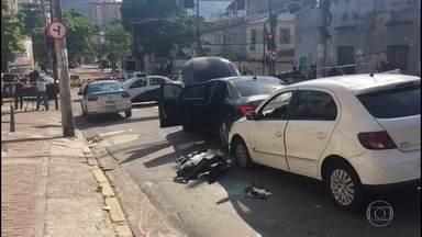 Comandante do Batalhão da PM do Méier é assassinado por bandidos - Coronel Luiz Gustavo Teixeira foi ferido, quando voltava de uma cerimônia, em uma viatura descaracterizada. Outro policial militar, que dirigia o carro, também foi baleado, mas não corre risco de morte.