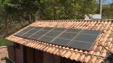 Casas sustentáveis economizam energia, água e protegem o meio ambiente - O 'Mais Você' foi ao interior de São Paulo conhecer a casa projetada por Hélio Baraldi, que reaproveita água e usa a maior parte da energia captada por placas fotovoltaicas