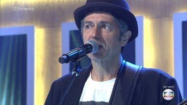 Leoni canta 'Por Que Não Eu?' - Cantor interpreta grande sucesso no palco do 'Encontro'