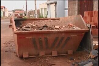 Autoridades discutem regularização do descarte de materiais de construção em Ituiutaba - Serão criados ecopontos e colocados em regiões estratégicas da cidade, como os setores Central, Norte, Sul, Leste e Oeste. Quem não cumprir a lei poderá ser multado.