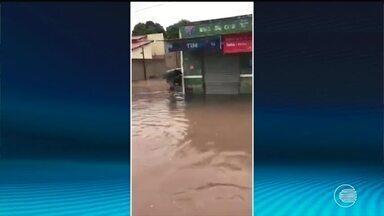 Chuva de mais de 12 horas deixa ruas de Floriano alagadas - Chuva de mais de 12 horas deixa ruas de Floriano alagadas