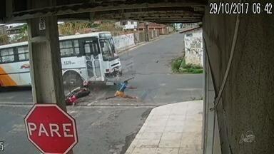 Motociclista sofre forte colisão de ônibus e morre em Fortaleza - Confira mais notícias em G1.Globo.com/CE