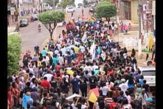 Milhares de pessoas participam da Marcha para Jesus em Tucuruí - Caminhada promovida pelas igrejas evangélicas percorreu ruas da cidade.