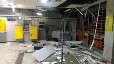 Bandidos explodem caixa eletrônico de banco em Ramos - Testemunhas ouviram duas explosões.