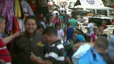 Compristas vão para o Paraguai já de olho nas compras para o fim de ano - Lojas ficaram movimentadas neste feriado de Finados (2).