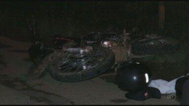 Homem morre ao bater moto contra Kombi em Poços de Caldas, MG - Homem morre ao bater moto contra Kombi em Poços de Caldas, MG
