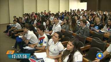 Apesar do feriado, estudantes participaram de aulões para o Enem, em João Pessoa - As provas do Enem serão realizadas nos dia 05 e 12 de novembro.