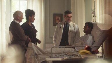 Reinaldo percebe a tensão entre Olímpia e Januária - Ele impede a visita e afirma que Edgar precisa descansar