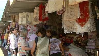 Brasileiros aproveitam o feriado para fazer compras no Paraguai - Muitos aproveitaram a oportunidade para antecipar as compras de fim de ano.