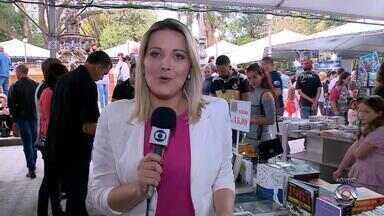 Feira do Livro de Pelotas tem movimento intenso durante o feriado - A expectativa dos organizadores é superar os números do ano passado.