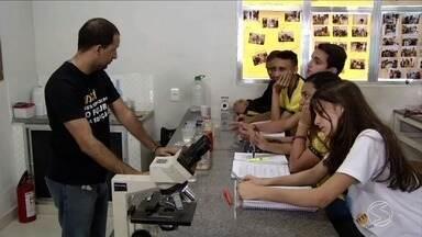 Em Três Rios, RJ, iniciativas incentivam estudantes a buscarem mais conhecimento - Aulas práticas e atividades ligadas à cidadania deixam alunos mais motivados a aprender.