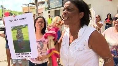 Familiares e amigos fazem protesto por desaparecimento de menina, no ES - Thayna Andressa de Jesus está desaparecida desde o dia 17 de outubro. Imagens mostram momento em que menina entra no carro de um homem, que está foragido.