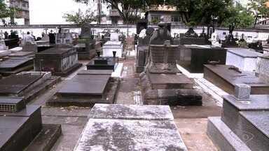 Pesquisadora conta curiosidades do cemitério de Santo Antônio, em Vitória - Monumentos funerários retratam visão da sociedade sobre a morte.