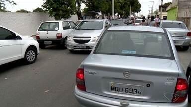 Dia de Finados tem grande movimentação em Linhares, no Norte do ES - Em alguns momentos, houve congestionamento no trânsito.