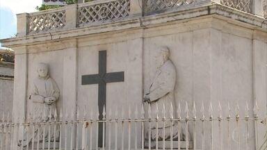 Cemitério de Santo Amaro pode se tornar patrimônio histórico de Pernambuco - Processo de tombamento para preservar os valores históricos, culturais, arquitetônicos e ambientais foi pedido.