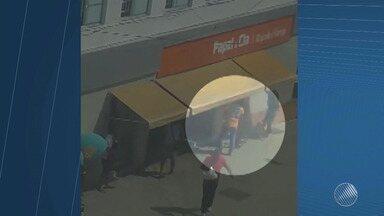 Veja imagens da tentativa de assalto a uma papelaria que terminou com morte no Comércio - A papelaria Papel e Cia foi alvo dos bandidos no começo da tarde de quarta-feira (1).