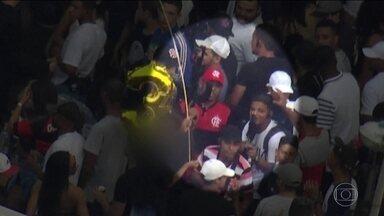 Imagens mostram traficantes com armas de guerra em baile no Rio - Grupo foi flagrado pelo Globocop no Complexo da Maré. Um dos bandidos foi identificado pela polícia.