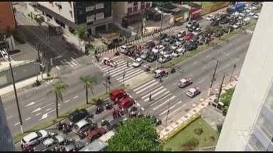 Policial baleado durante tiroteio em morro de Santos morre no hospital - Tiroteio aconteceu no início da tarde de quarta-feira (1º), no Morro do José Menino. Um suspeito também ficou ferido e morreu.