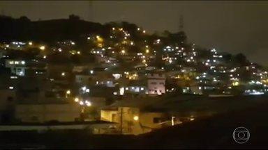 Bandidos de facções rivais estão em guerra no Morro do Juramento, em Vicente de Carvalho - No Morro do Juramento, em Vicente de Carvalho, bandidos de facções rivais estão em guerra. Os moradores estão trancados em casa.