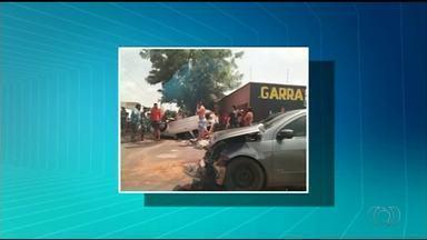 Quatro pessoas ficam feridas após carro capotar em cruzamento de Araguaína - Quatro pessoas ficam feridas após carro capotar em cruzamento de Araguaína